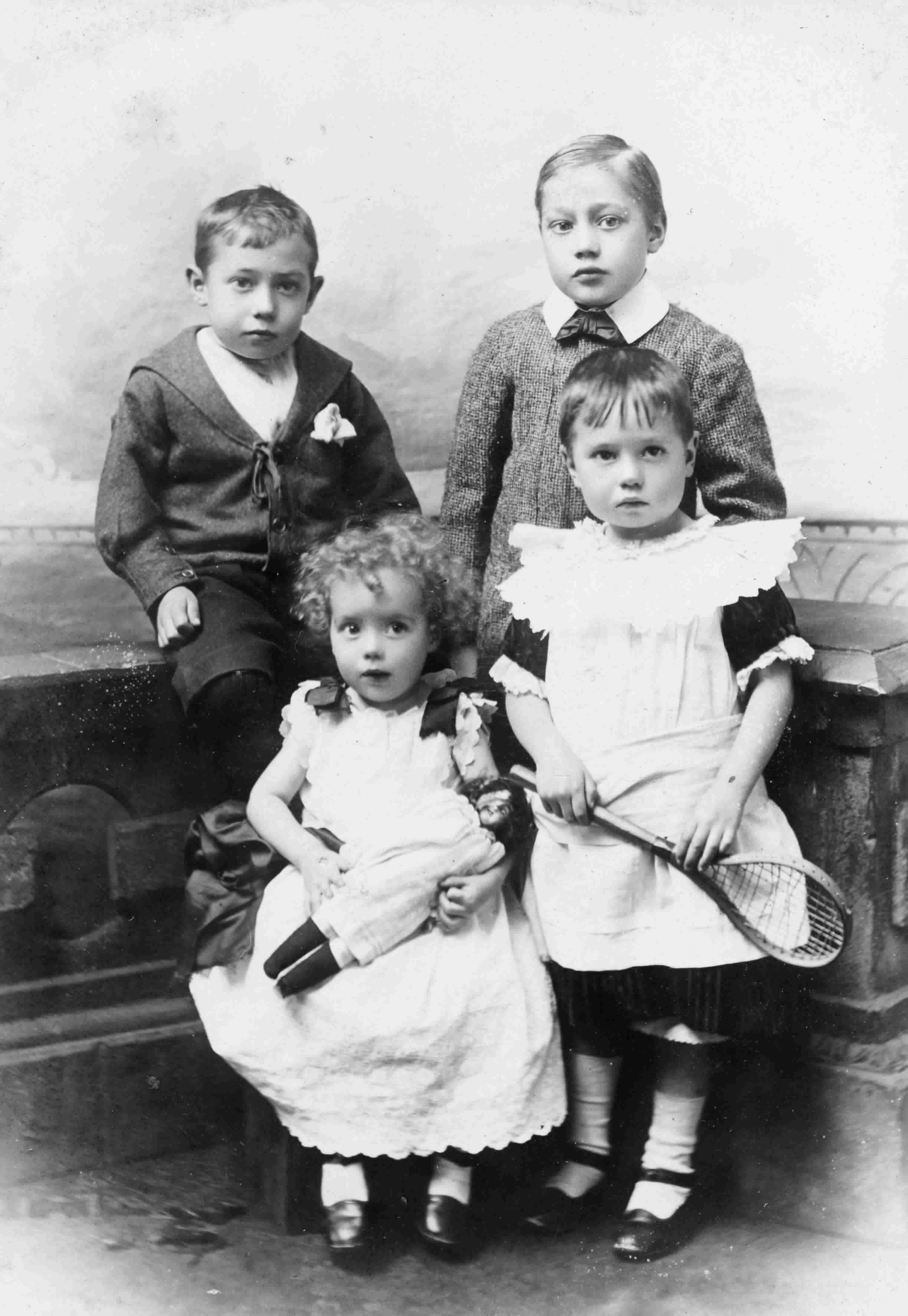 victorian children The life of the victorian child fell somewhere between dutiful children and loving parents to rigid patriarchal control filled with class and gender restrictions.